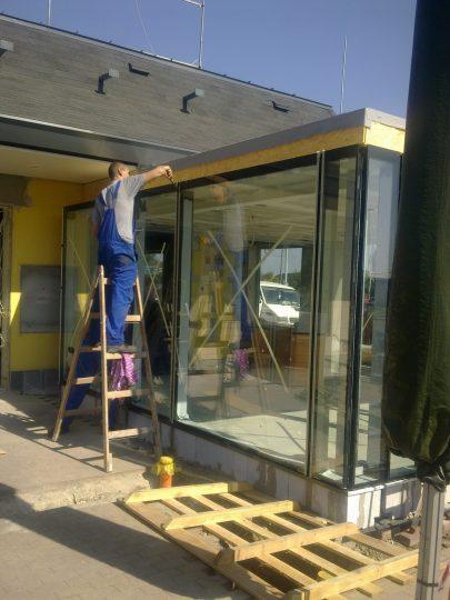 Üvegportál beépítés