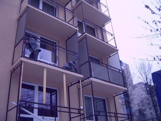 MGE erkély üveg beépítés