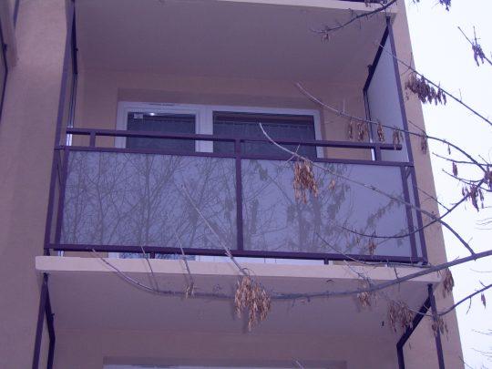 MGE erkély üveg