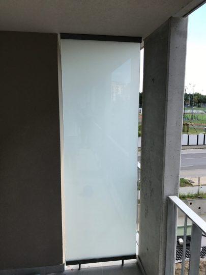 Dóczy lakópark, Debrecen elválasztó üvegfal